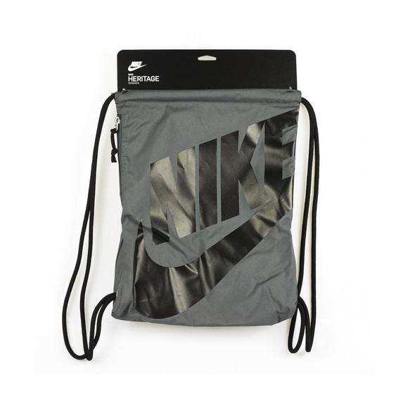 cd7b9d0d87 Nike heritage drawstring gym bag. M 5bba97a8c9bf50d9772d9b28